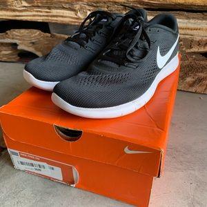 Nike Men's Free Run tennis shoes. Size 10